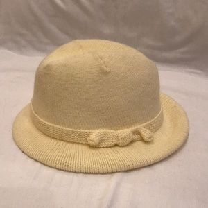 ISOTONER lined cream knit hat. NWOT